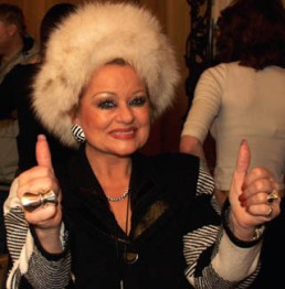 tammy faye thumbs up